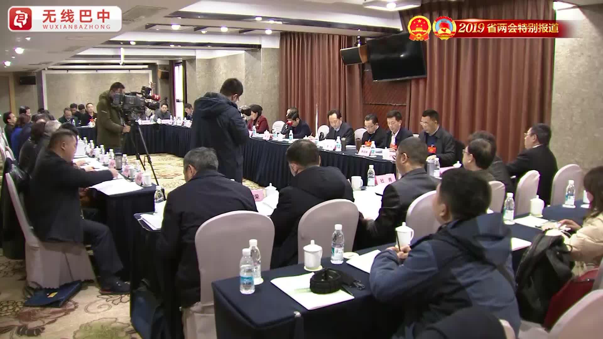 我市省政协委员积极参加分组讨论